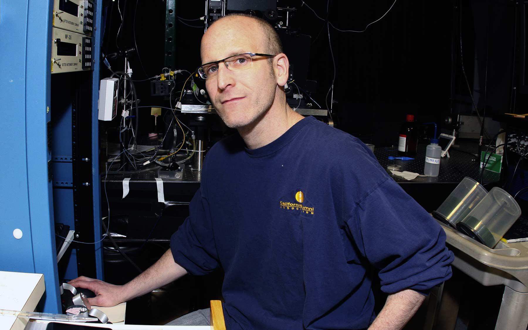 Tony Zador in lab