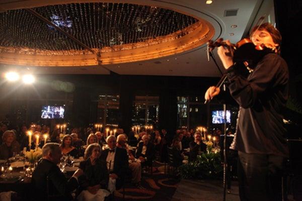 Joshua Bell performing