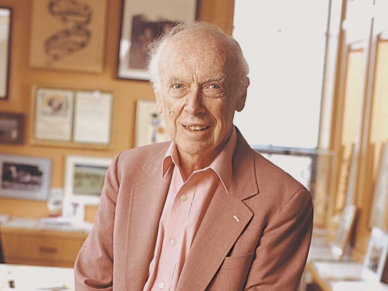 james d watson James dewey watson (born april 6, 1928) is an american molecular biologist and zoologist watson is of english, scottish and irish ancestry he is best known as one of the discoverers of the structure of dna with francis crick, in 1953.