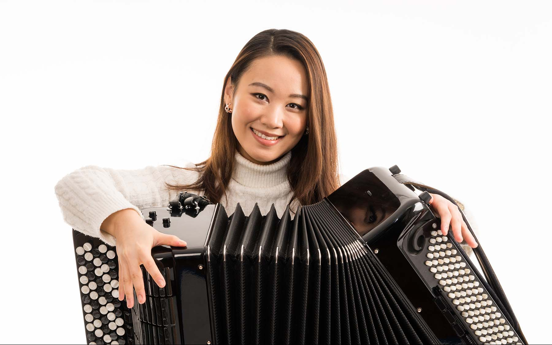 photo of Hanzhi Wang with accordion