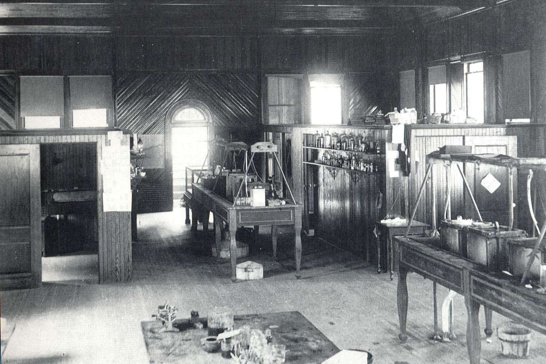 Jones interior 1895