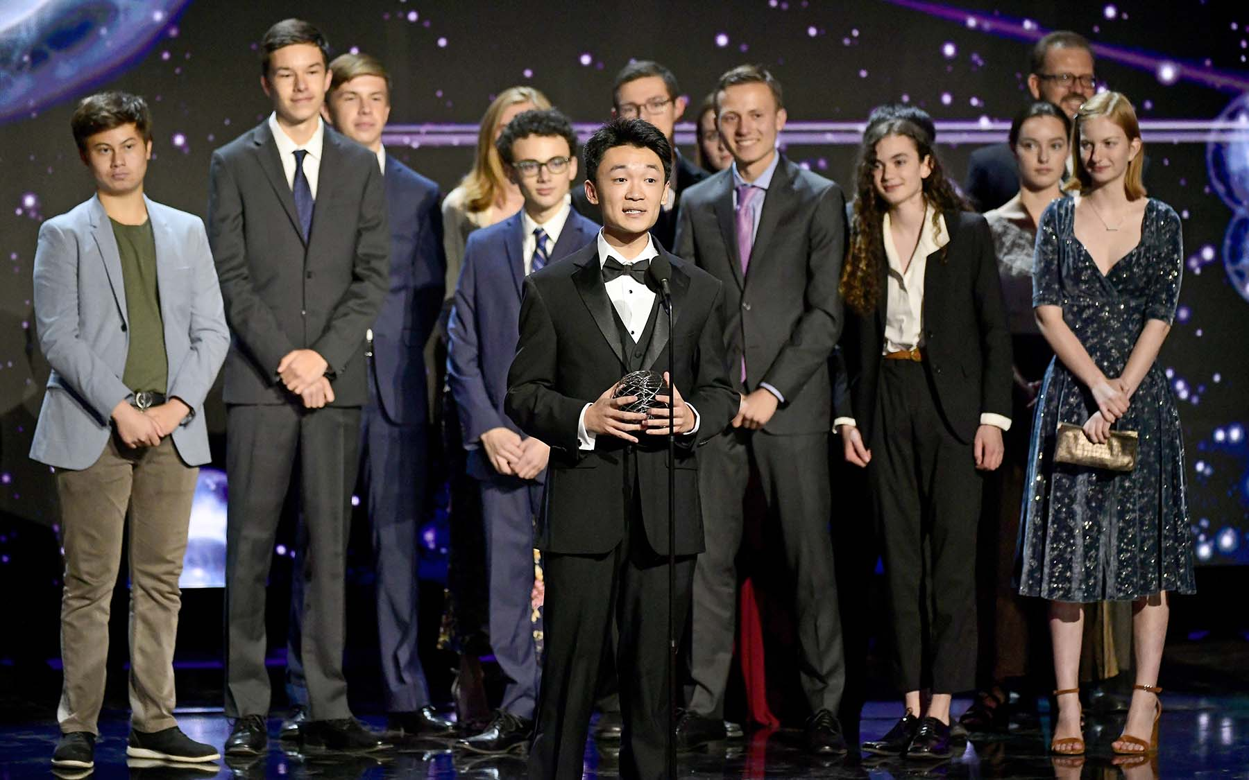 photo of Jeffery Chen accepting Breakthough Junior Challenge prize