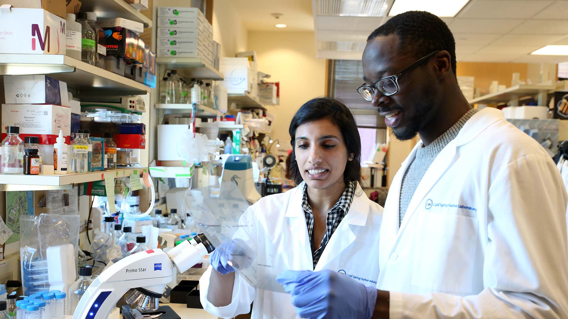photo of Brinda Alagesan and Tobiloba Oni in Tuveson lab