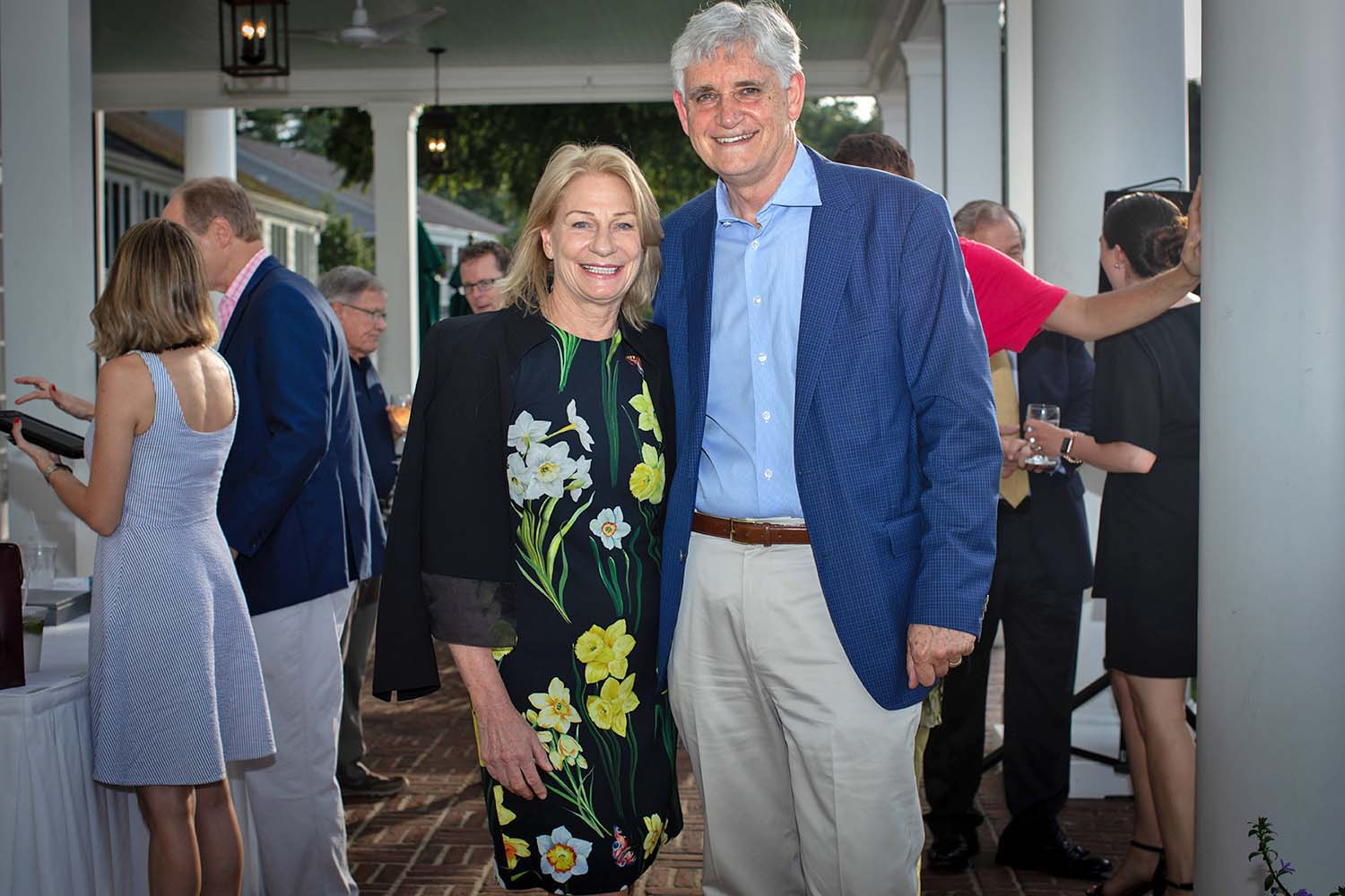 photo of Marilyn Simons and Bruce Stillman at Golf Tournament 2019