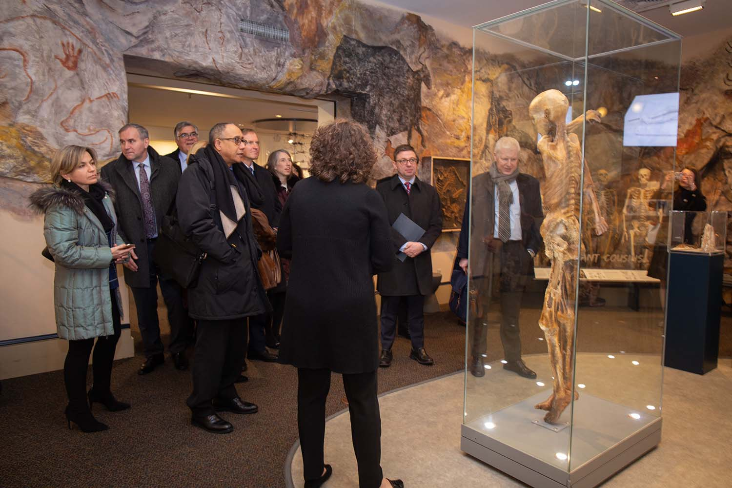 photo of UN delegates with Ötzi the Iceman exhibit