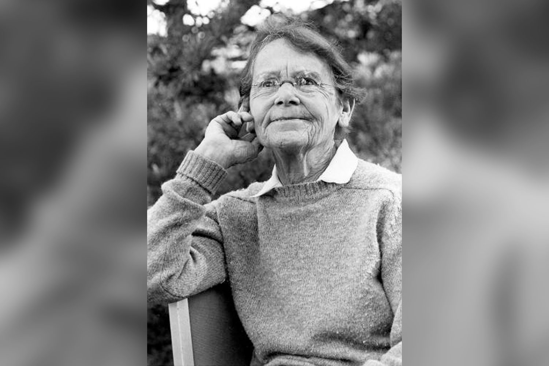 photo of Barbara McClintock thinking 1983