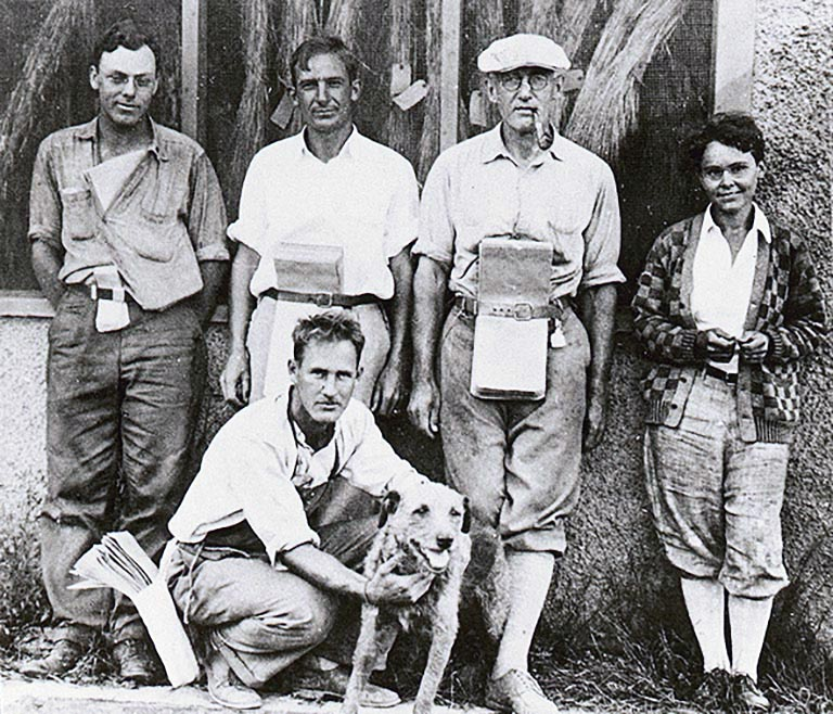 photo of young Barbara McClintock with fellow plant scientists 1927