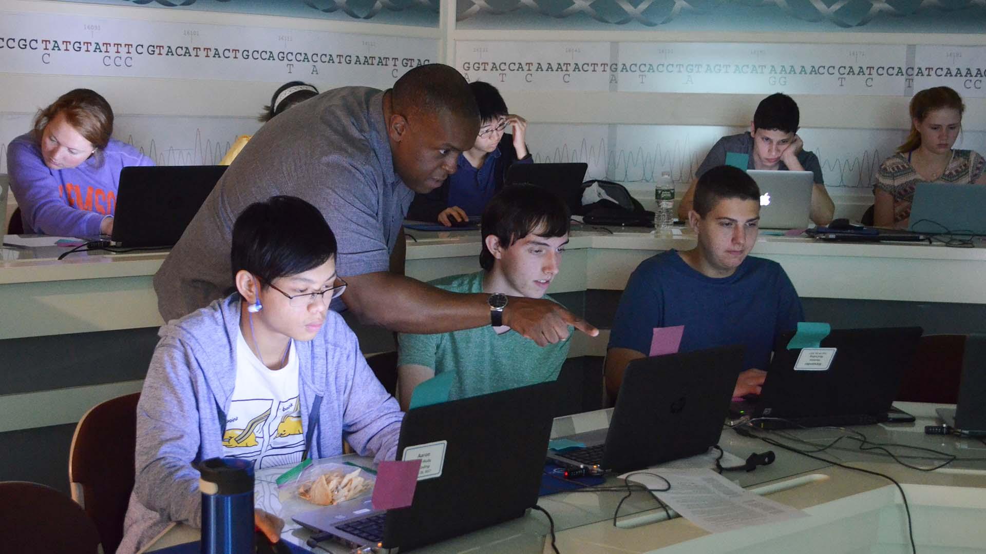 photo of Jason Williams teaching class