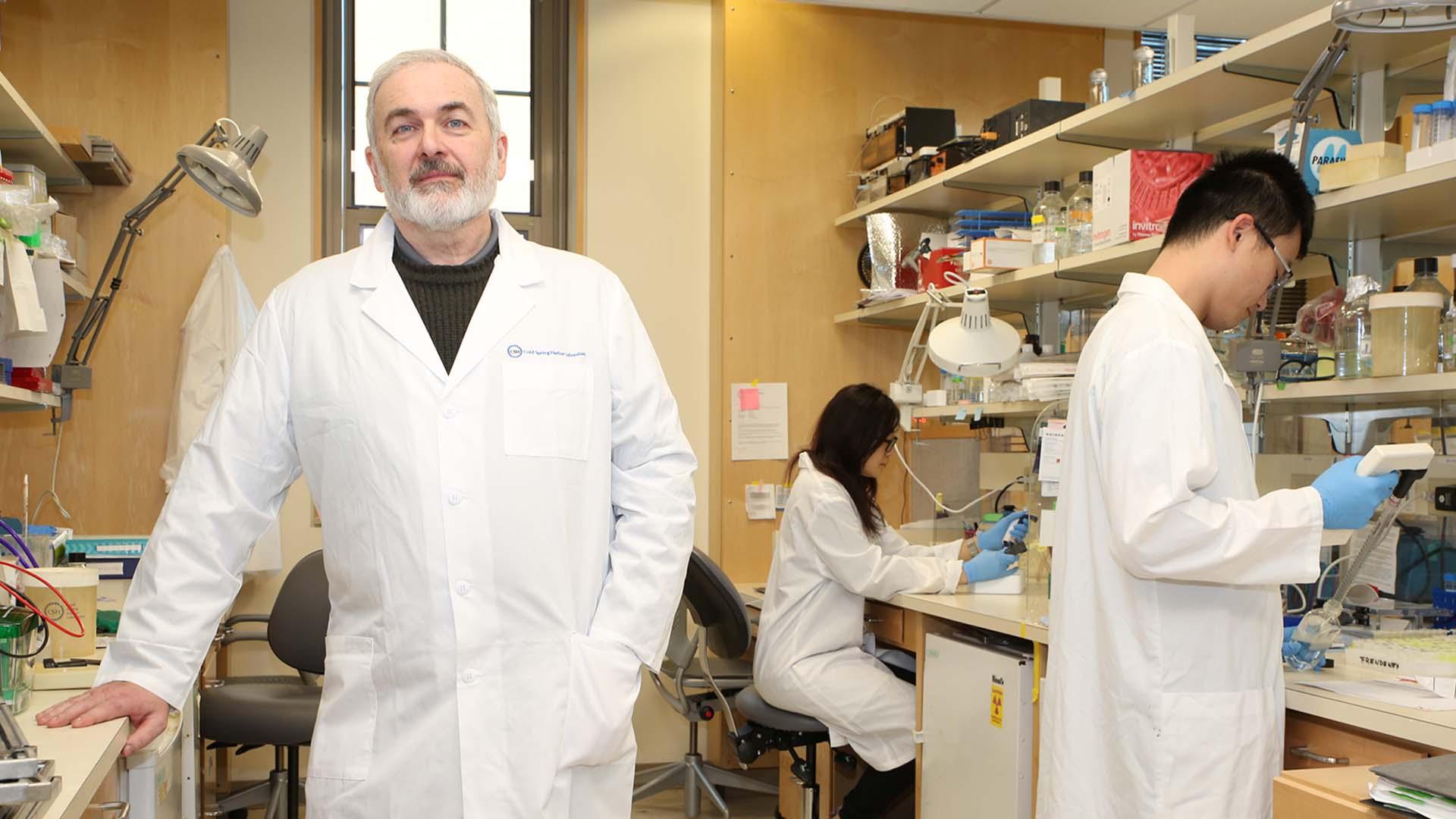 photo of Krainer in his lab