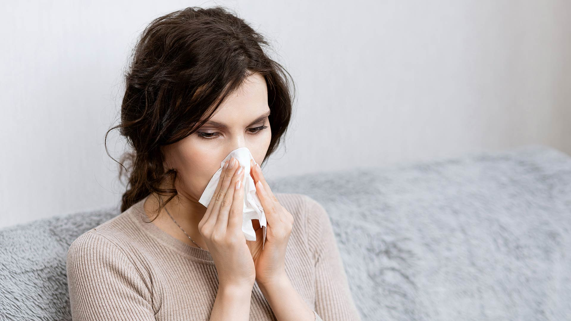 photo of sick woman with COVID-19