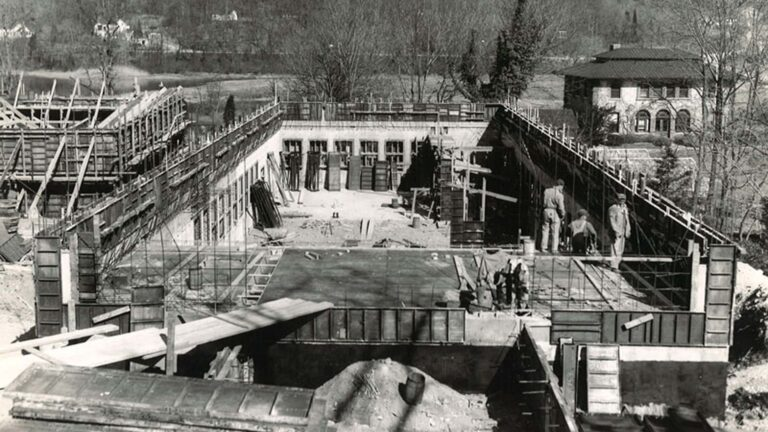 photo of Demerec Laboratory construction in 1952
