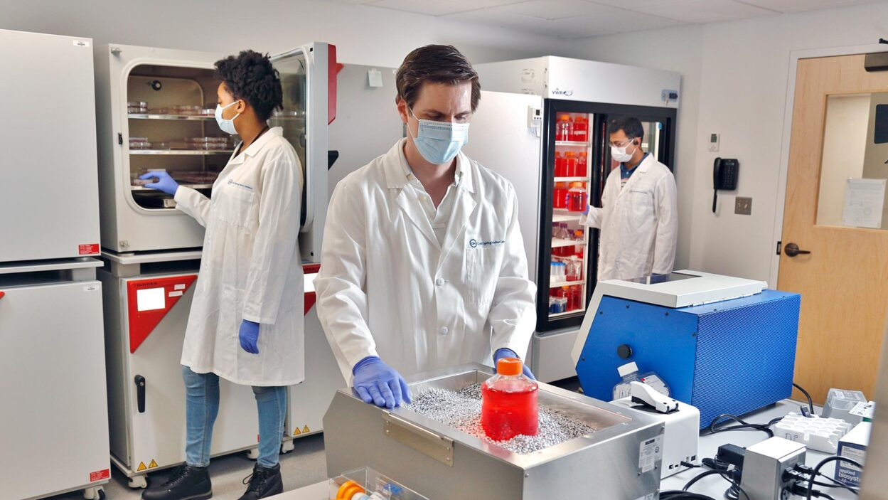 photo of Dennis Plenker working at the organoid facility
