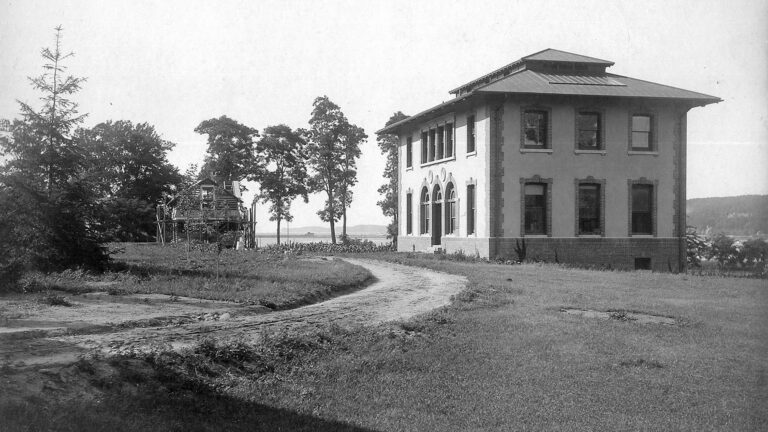 historic photo of CSHL main building