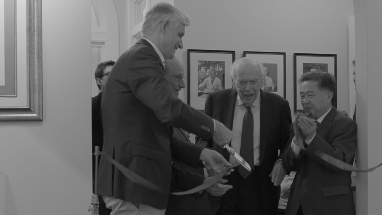 photo of Bruce Stillman and James Watson at ribbon cutting ceremony