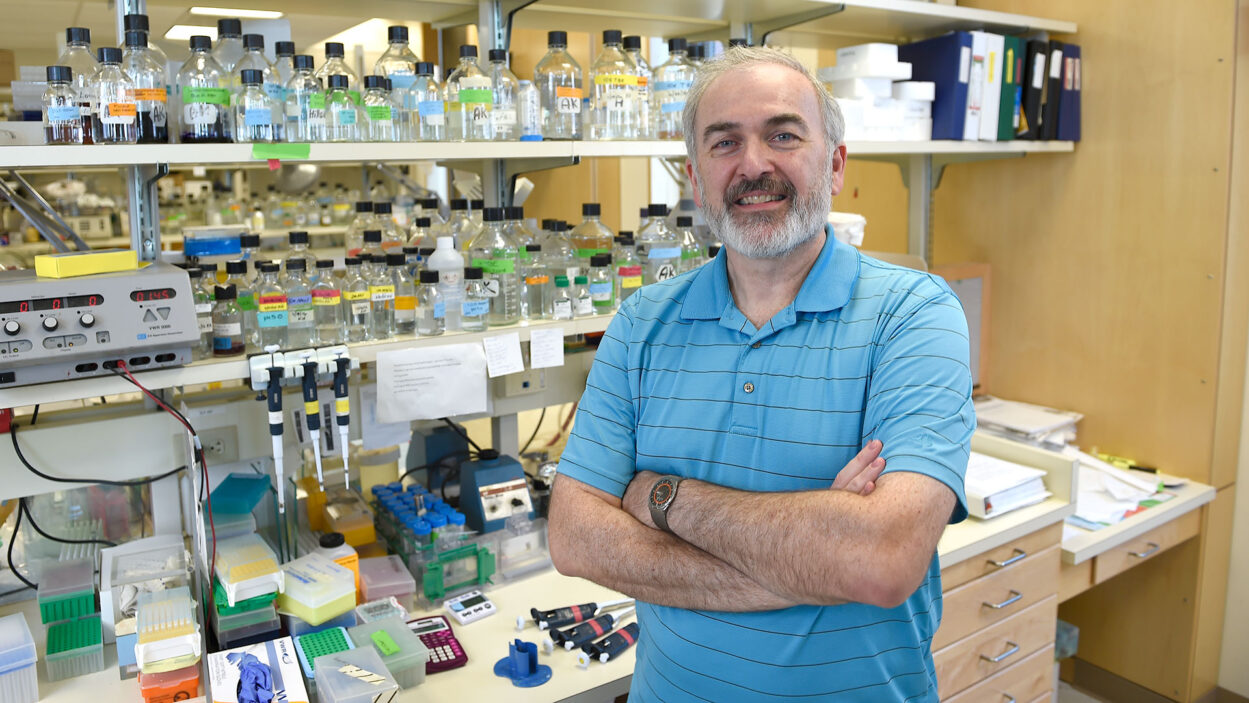 photo of Adrian Krainer in his lab