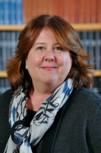photo of CSHL Trustee Elizabeth McCaul