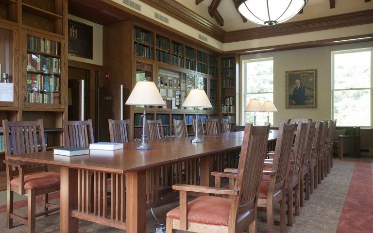 photo of the reading room in the CSHL Library