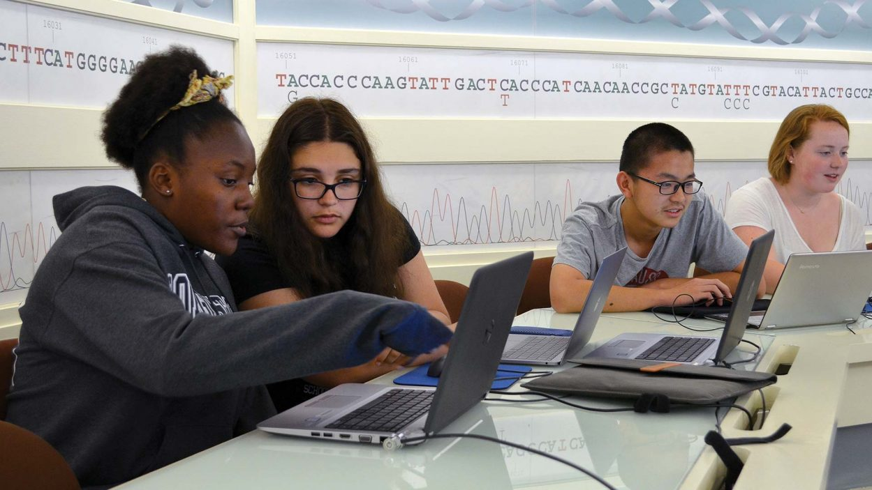 photo of students at the DNA Learning Center working on laptop computers