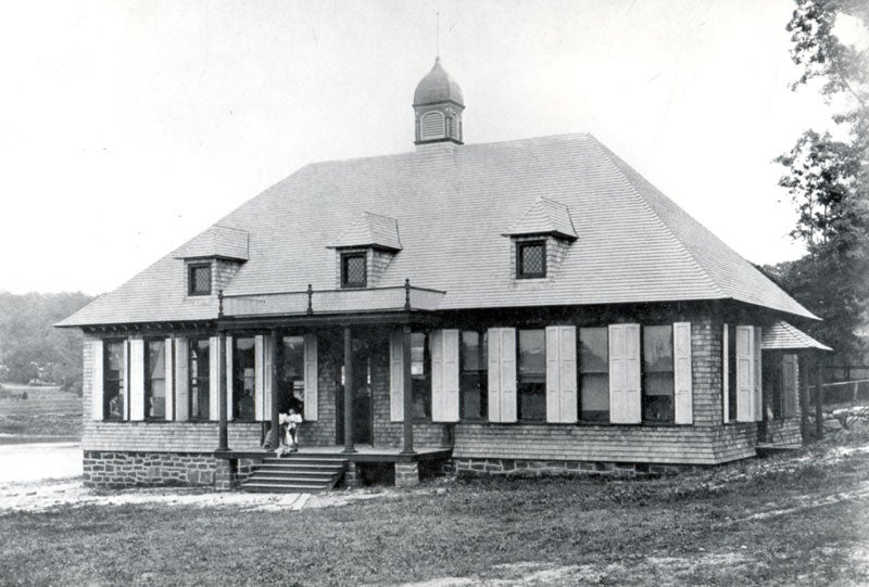 black and white photo of the Jones building at CSHL circa 1895