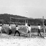 photo of volleyball players from 1983 CSHL Symposium
